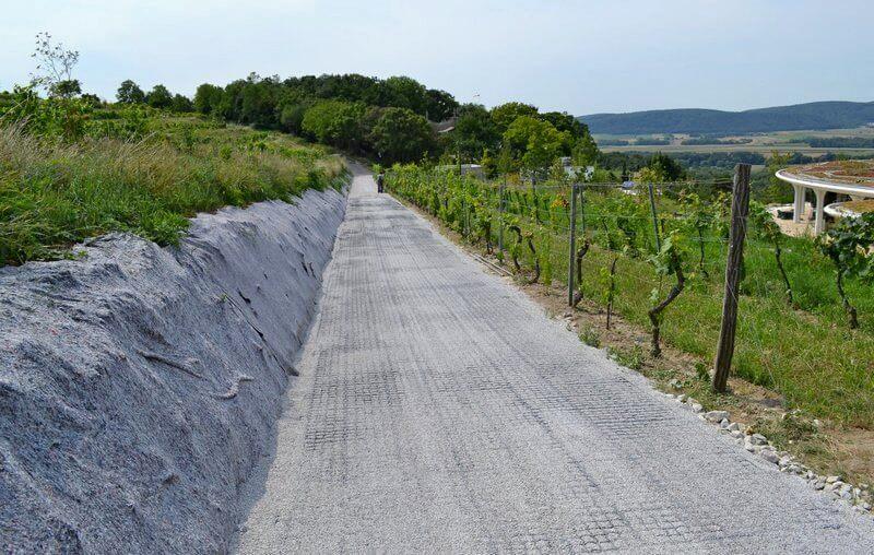 Дороги и проезды из газонных решеток 8