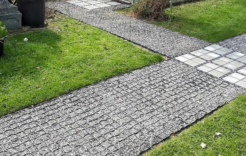 дорожки из газонной решетки с гравием