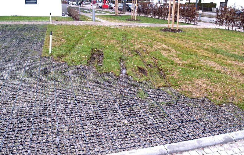 работа газонных решеток Ecoraster на пожарном проезде