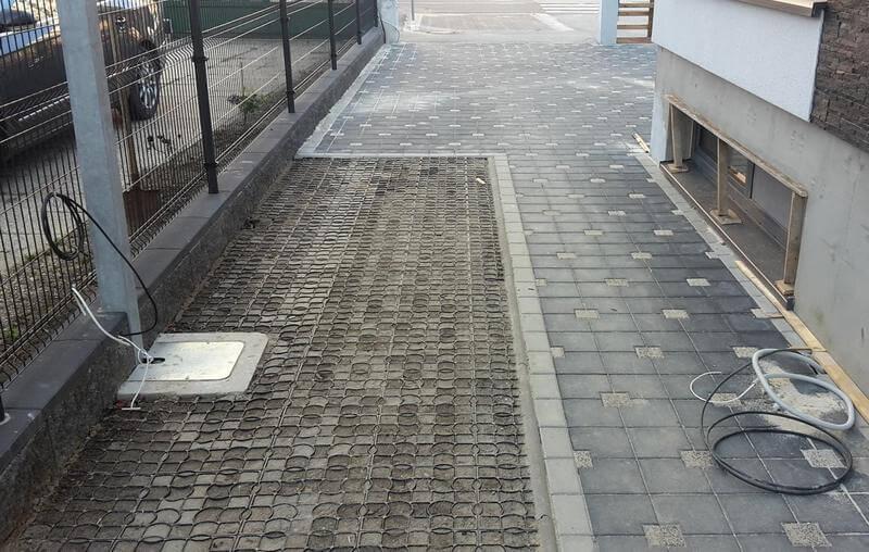 уширение тротуара газонной решеткой для оборудования путей эвакуации