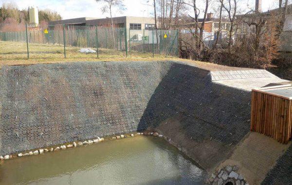гидротехническое сооружение с усилением газонной решеткой