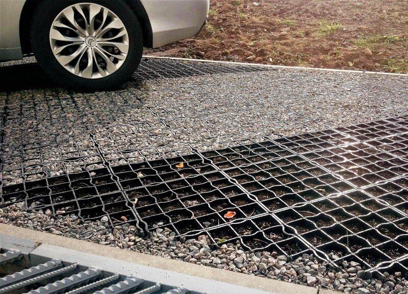 Экопарковка из газонных решеток ECORASTER микс щебня с газоном