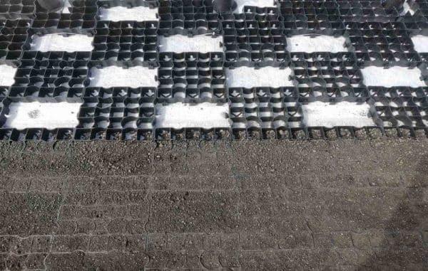 Специфика цкладки газонных решеток на крыше